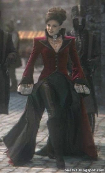 Once Upon a Time Fan Site: Once Upon a Time | The Evil Queen's Outfits..... Loved that outfit!!!