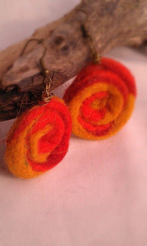 Nemez tekercs csigás fülbevaló sárga-narancssárga színben, Ékszer, óra, Fülbevaló, Meska