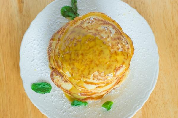 Mint custard sauce all over lemon pancakes. Gimme! Gimme now!