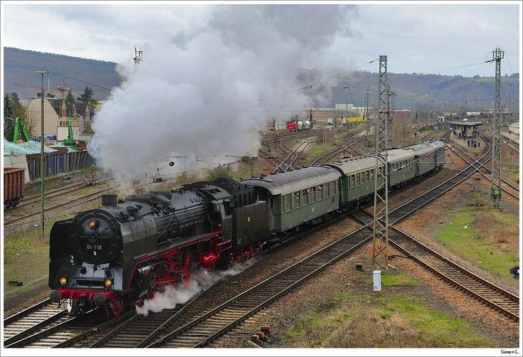 01 118 mit DRG-Schnellzug 86064 bei der Ausfahrt aus Ehrang; 3.4.2010.