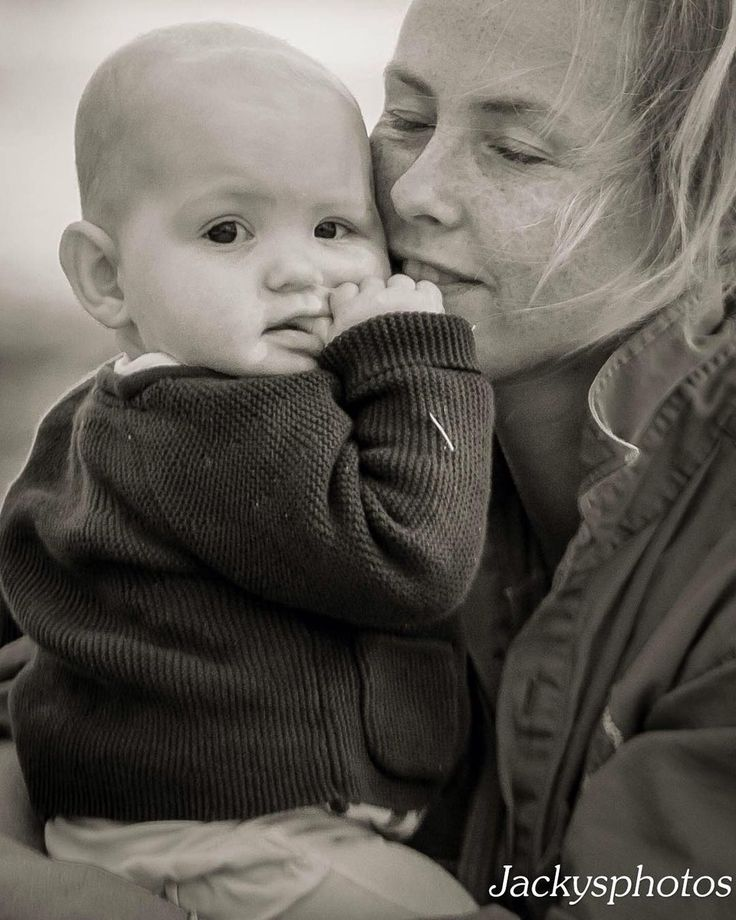 Puffy and Mother B&W #cutebaby #beautifulmother #chubbycheeks #lovethatkid @arafleming @lucy_fleming89  #dubbophotographer www.jackysphotos.com