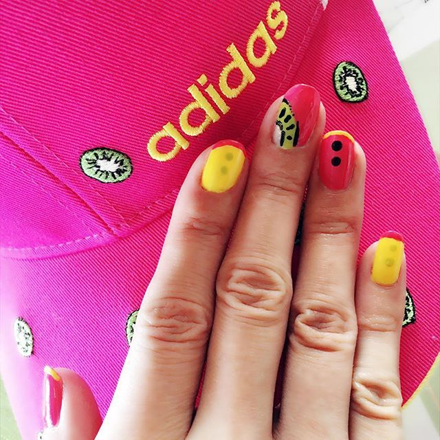キャップに合わせて久々ネイル💅✨ #nail#nailart#selfnail#pink#yellow#green#addidas#cap#golf#kiwi#japan#bangkoklife#ネイル#セルフネイル#ピンク#黄色#グリーン#アディダス#キャップ#ゴルフ#キウイ#日本#一時帰国#バンコク生活#バンコク在住#簡単ネイル#ネイルアート