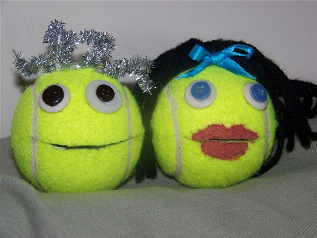 Singing Balls-- One ball has songs the other has ways to sing it - great idea for choir warm ups with Nursery Rhymes.