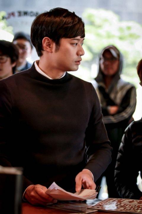 검사 천정명(34)이 의사로 돌아온다. 최근 종영한 OCN 드라마 '리셋'에서 검사로 등장했던 배우 천정명이 이번에는 tvN의 새 드라마 '하트 투 하트'에서 정신과 의사인 고이석 역을 맡았다. 고이석은 화려한 언변과 출중한 외모…