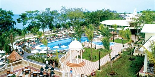 Negril, Jamaica Vacations: $649 -- Jamaica: Riu All-Inclusive Retreat w/Air, Save $250   Travelzoo