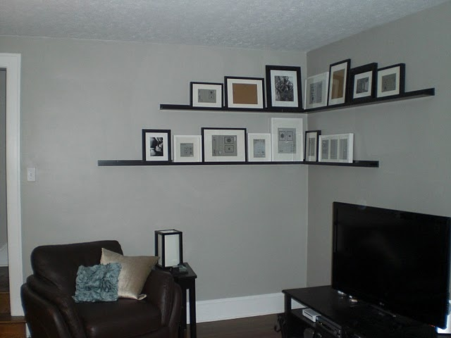 cleaver idea of filling a corner with pictures