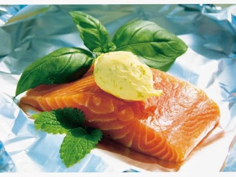 Salmon in foil with lemon and lime butter
