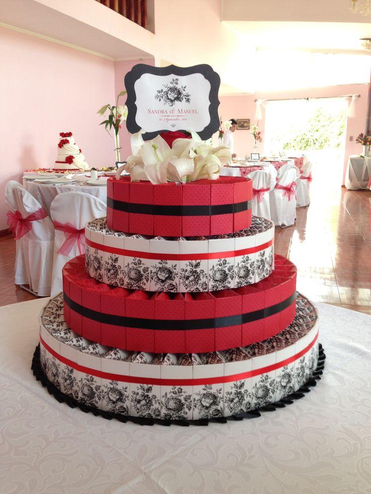 Torta de cajas rojo-negro matrimonio Sandra & Manuel