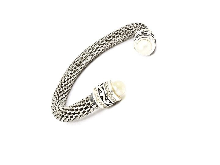 Funky torque bangle combines mesh metal with faux pearl and finished with crystal hints. Stunning. £25.00