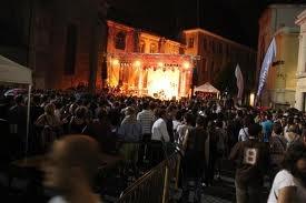 Place Saint André, lieu pour les manifestations culturelles!