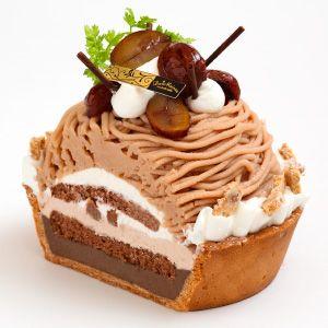Mont-blanc Tartモンブランのタルトwhipped cream + chocolate marron + tart with malonic cream rich flavor. 風味豊かなマロンクリームをチョコレートタルトとマロン入りのホイップクリームにたっぷりと絞りました。
