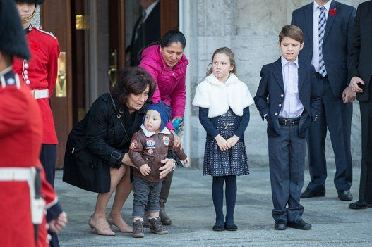 Margaret Trudeau (L) waits with her grandchildren (L-R) Hadrien, Ella-Grace and Xavier during the arrival of her son, Prime Minister designate Justin Trudeau who is to be sworn in as the 23rd Prime Minister of Canada in Ottawa, Ontario, November 4, 2015. AFP PHOTO/ GEOFF ROBINS (Photo credit should read GEOFF ROBINS/AFP/Getty Images)Swearing In