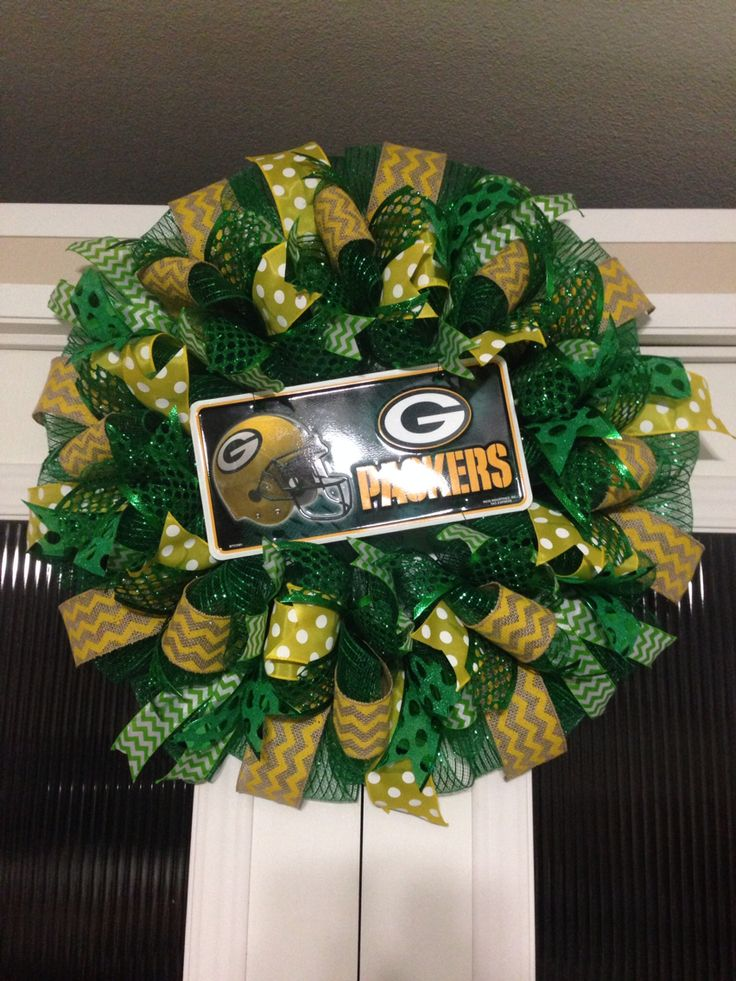 Green Bay packers wreath created by Ronda Cromeens 55$ with license plate