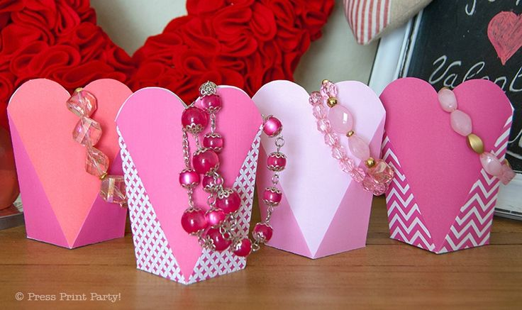 Great heart boxes- would be nice for Valentine treat.