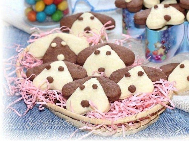 Nádherné linecké pečivo ve tvaru pejska. Zkuste zabavit vaše děti při přípravě těchto skvělých sušenek.