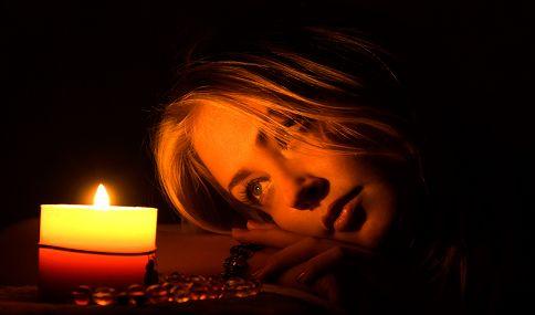 http://angelasilvestre.com/e/blog-o-que-guardas-no-teu-coracao  Quantas velas permanecem ainda acesas no teu coração?  Hoje deixo-te com estas palavras e, no final, peço-te apenas que no interior de ti mesmo (a), descubras quantas velas ainda permanecem acesas no teu coração…