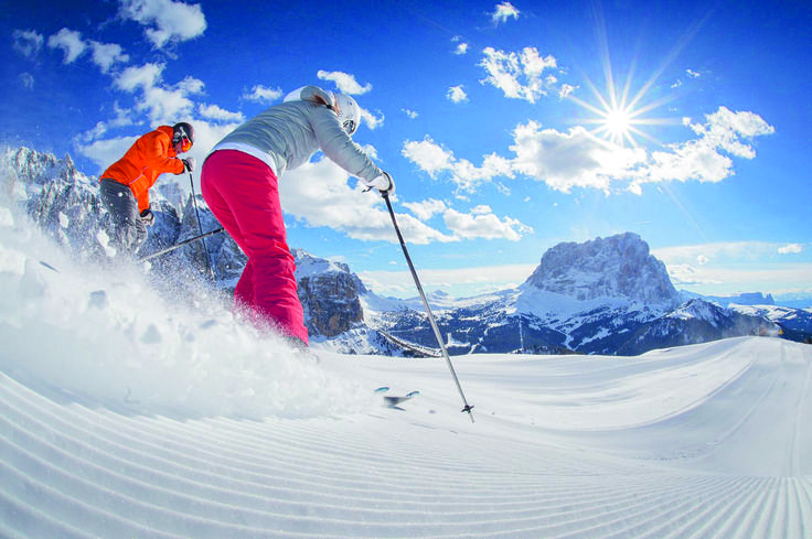 Dolomiti Ski Safari - On three guided ski escursions we show you our favourite places. The Sella Ronda (the largest skiing circuit in the world), the Gebirgsjägertour on Cinque Torri and Lagazuoi and the Giro (Sextner Dolomites) will impress you with fascinating views and great downhill runs.