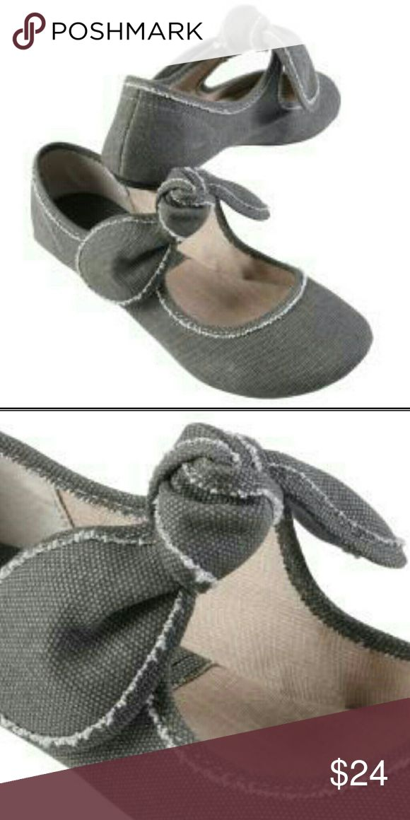 Big Buddha Baily bow flats. Size 6 Worn only once or twice. Excellent condition! Size 6 Big Buddha Shoes Flats & Loafers
