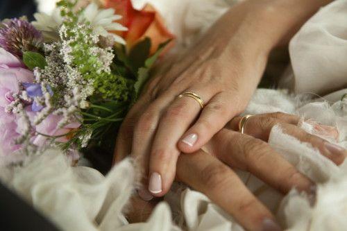 Klassiske gifteringer i gult gull