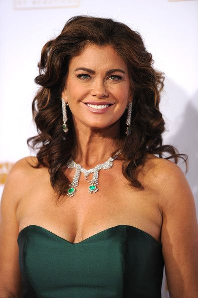 Kathy Ireland's Sculpted Curls - Medium-Length Hairstyles for Women Over 50 - Photos