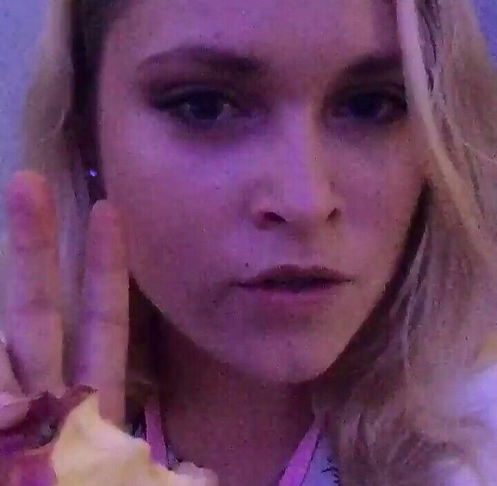"""""""talk to you soon"""" eliza jane taylor cotter at comic con 2015"""