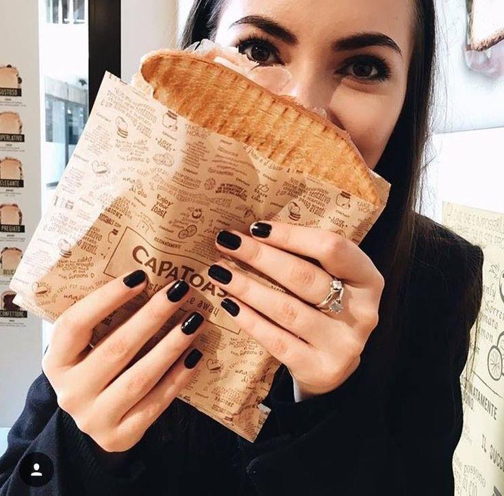 It's not a simple toast. It's #CAPATOAST. It's mega 15x19 cm.