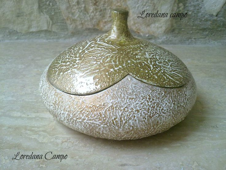 Cofanetto in terracotta decorato con paste materiche