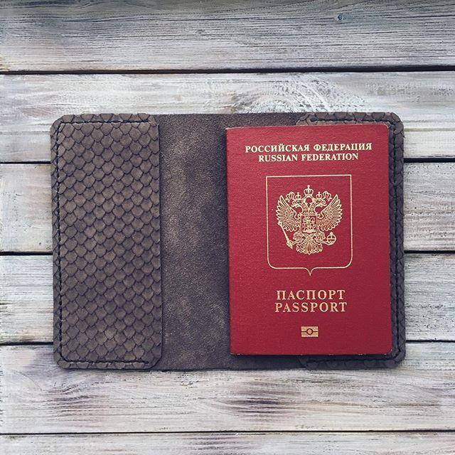 Обложка на паспорт Scales  Тонкая, мягкая, невероятно приятная на ощупь  Выполнена из кожи с необычной текстурой чешуи.  #lambadamarket #passport #leather #saintpetersburg #grey #fish 🔹 770₽ 🔹 Бесплатная доставка по России Подробности в Direct