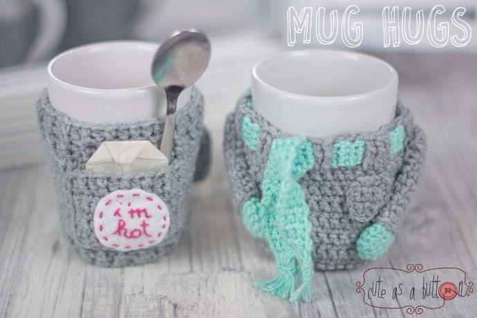 """CAAB Mug Hugs Winterset Häkelanleitung - MUG HUG ist englisch und bedeutet soviel wie """"Tasse umarmen"""" = Tassenwärmer. Verziere deine Tassen und Gläser mit diesen kreativen, praktischen Mug Hugs. Sie s"""