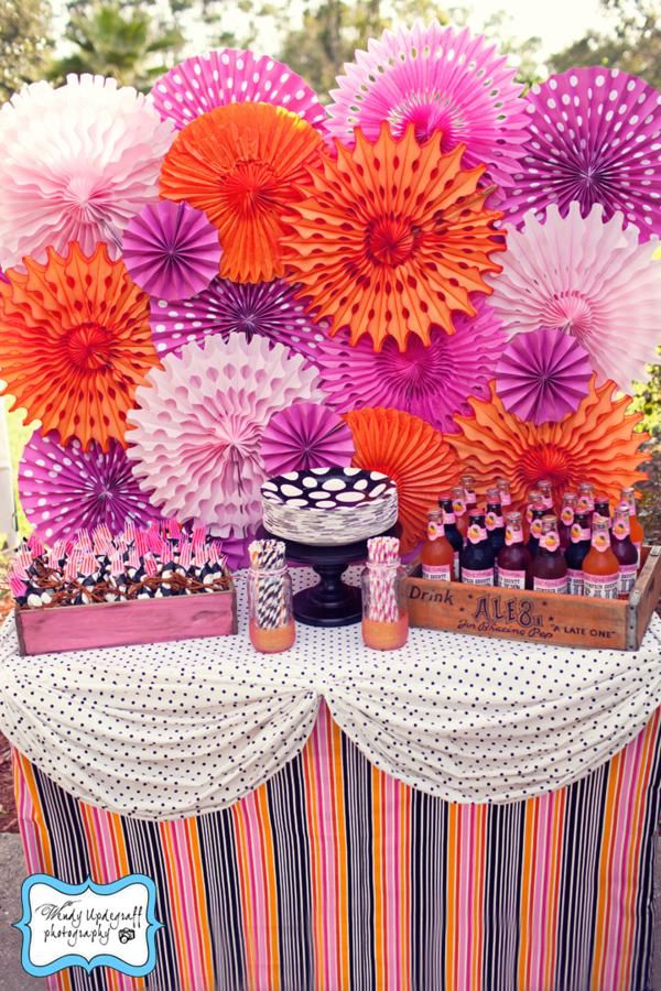 i just love these as a backdrop. for the cake table and for photos!! - different colors