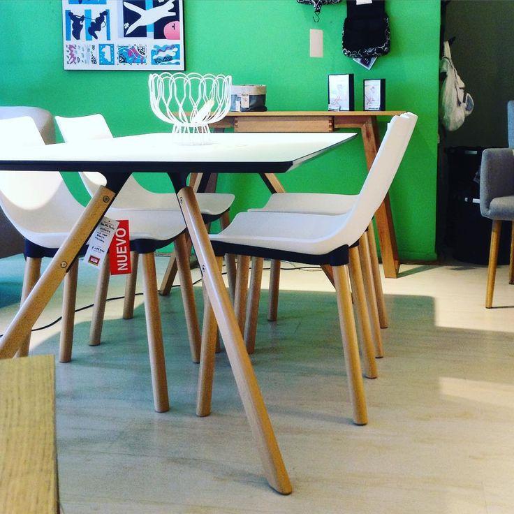 """Nuevos! Ideal para comer contento! #Mesa alta """"Paulo"""" 90x73cm y #sillas #Luz. Si compras una mesa más 4 sillas tienes un 8% de descuento. #MueblesSur #decoración #ambientes #diseño"""
