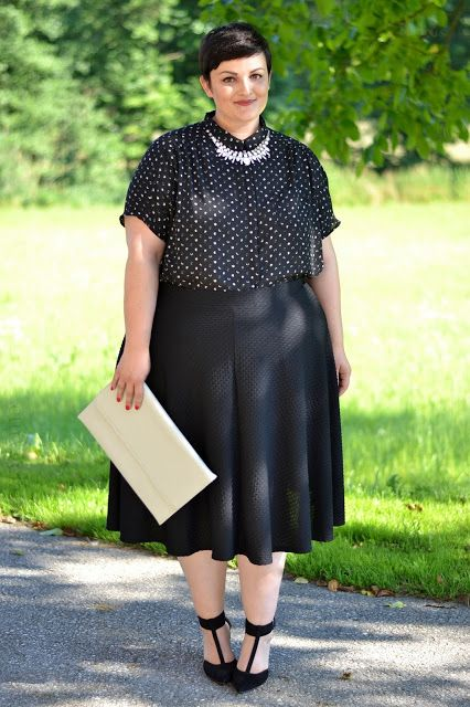 Curvy Claudia: Black Midi Skirt