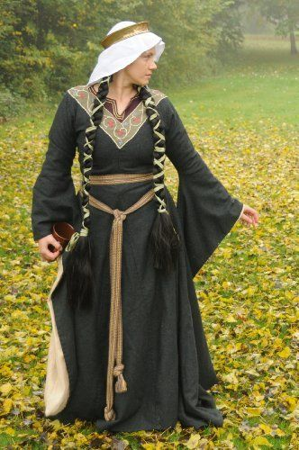 This would be a great Kindle book but my sewing's not that great.  How To Make a 12th century Dress (Bliaut) (Prior Attire Historical Costuming Articles) by Izabela Pitcher, http://www.amazon.co.uk/dp/B00FGCJS0K/ref=cm_sw_r_pi_dp_Yzvrsb1SS5T5Y