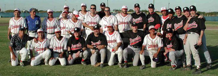 Éstos son los béisbol equipos de Foreign Devils y Buenos Aires Cardinals.
