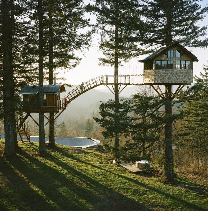 Zwei Baumhäuser, eine Badewanne mit Feuer und ein Skate Bowl im Wald: The Cinder Cone   Das Kraftfuttermischwerk