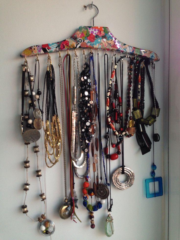 7 best manualidades images on pinterest bricolage - Para colgar collares ...