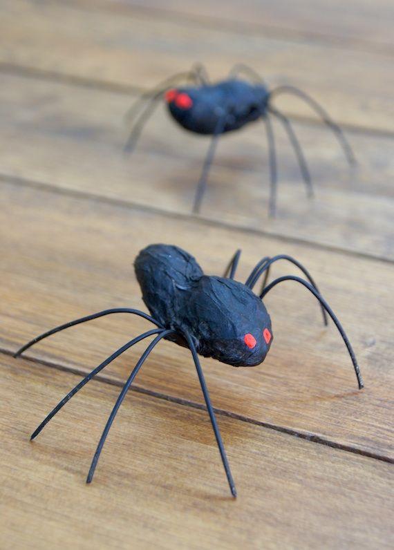 Arañas / Spiders - arañas con cacahuetes y unos trozos de alambre. Os explico paso a paso cómo las hice.