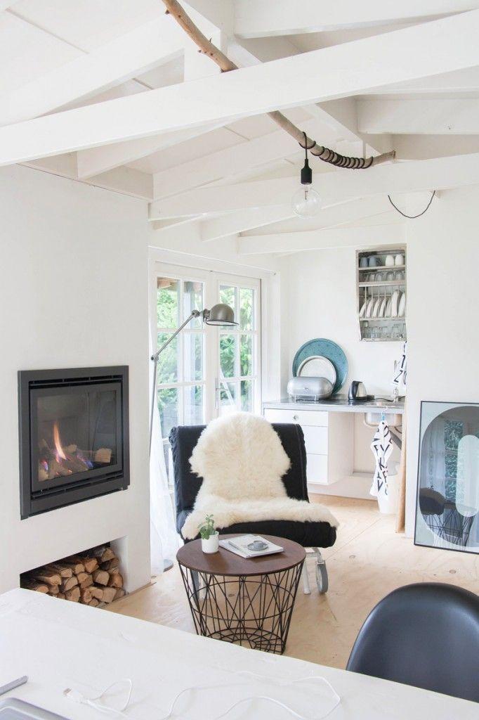 Decor8 :Homes With Heart: Natural Nordic Home Tour J'aime : la branche qui parcourt le plafond et qui permet de suspendre une lampe ultrasimple mais qui a du charme