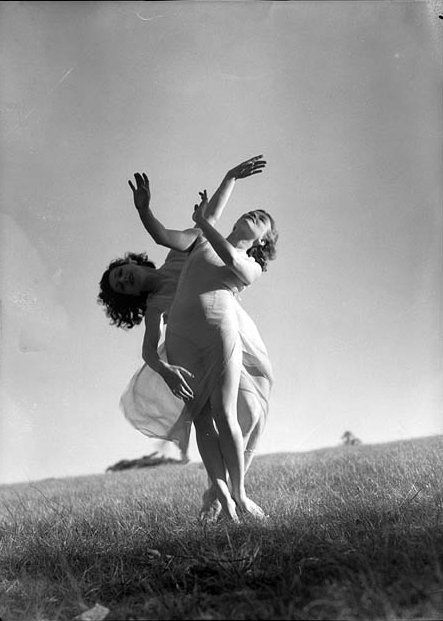 Vintage Ballet: Rare Photos of Dancers from the 1930s-1950s – Brain Pickings | Emmy Towsey (Taussig) and Evelyn Ippen, Bodenwieser Ballet in Centennial Park, Sydney, ca. 1939 / photographed by Max Dupain