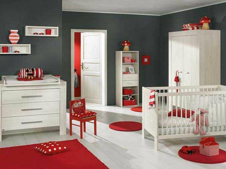 chambre bébé moderne en rouge, blanc et gris