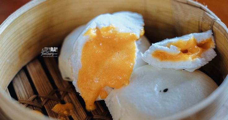 Who knows there's a cool space for Chinese food in Petitenget, Bali? The Salted Egg Bun was one of my favorites dimsum! Read more: 👉🏻 http://bit.ly/moonrabbitbali?utm_campaign=coschedule&utm_source=pinterest&utm_medium=Mullie%20Marlina&utm_content=%5BKULINER%20BALI%5D%20Moon%20Rabbit%20For%20Cantonese%20Dim%20Sum%20and%20Liquor%20Bar
