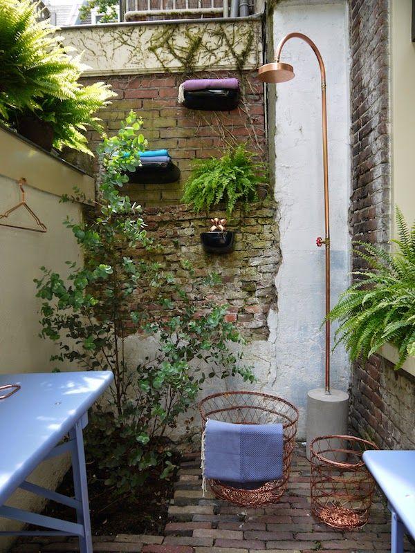 vosgesparis: Inspiration for your garden | Cute Amsterdam courtyard with Ferns