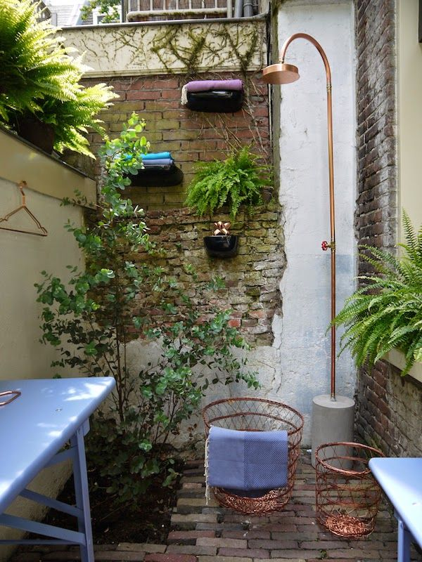 Inspiration for your garden   Cute Amsterdam courtyard with Ferns