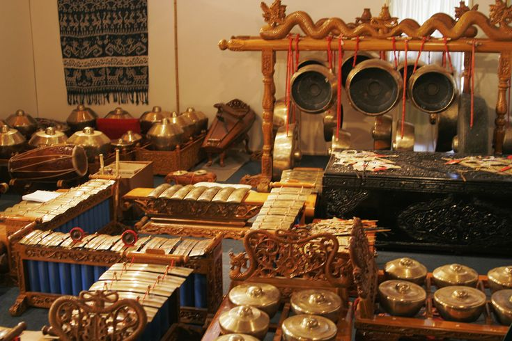 Google Image Result for http://upload.wikimedia.org/wikipedia/commons/2/26/Traditional_indonesian_instruments02.jpg