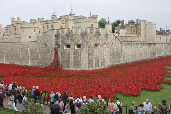 Tower of London - (Remember) Blood Swept Lands and Seas of Red  More info: https://teatimeinwonderland.co.uk/lang/en/2014/09/09/tower-of-london-remember-blood-swept-lands-and-seas-of-red/