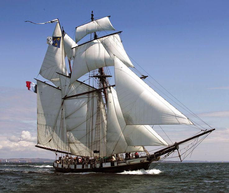 Sortie à la journée sur La Recouvrance. Voilier d'exception, une expérience inoubliable avec un brin d'aventure! La Recouvrance sera présente à #Roscoff du 9 au 11 juin 2017. Programme : Navigation en baie de #Morlaix.  Déjeuner préparé à bord inclus.