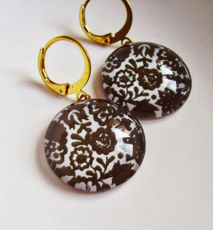 Hungarian folk - glass and raw brass earrings by schalleszter
