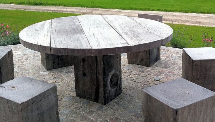 Outdoor dining set: THORS Globe with sanded surface, the wood becomes a silver grey colour after exposure to the sun, These tables can stand outdoors all year round and require little maintenance