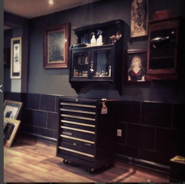 best 25 tattoo shop decor ideas on pinterest tattoo studio interior tattoo shops around me. Black Bedroom Furniture Sets. Home Design Ideas