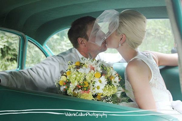 vintage wedding car  The 1950s Choose a tea-length dress, a vintage veil and a retro car for a 1950s-inspired theme.